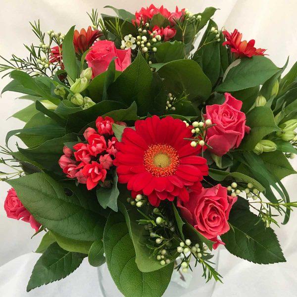 Valentijnsboeket €10 'Lieflijk Valentijn' Scheerhoorn Bloemen Leek