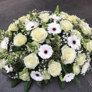 Bloemstuk Wit €150 Scheerhoorn Bloemen Leek